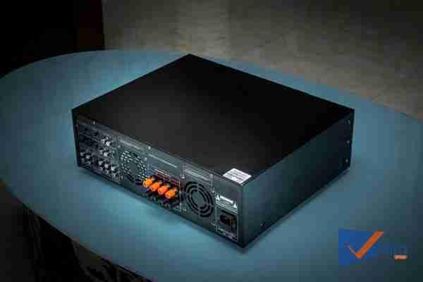 Mặt hông và sau của Amply Karaoke ProSing PS-1000