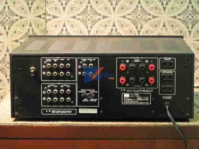 Mặt sau của Ampli Karaoke SanSui D707