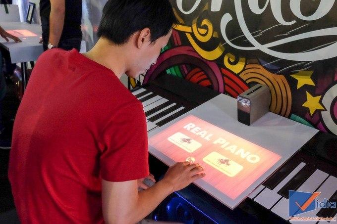 Xperia Touch – Máy Chiếu Sony Biến Mọi Mặt Phẳng Thành Màn Hình Cảm Ứng